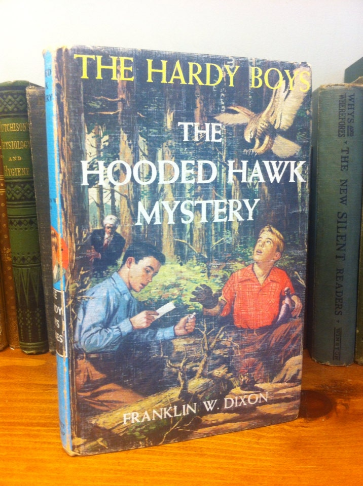 The Hardy Boys ©1954 # 34 in series: The Hooded Hawk Mystery - hardcover book