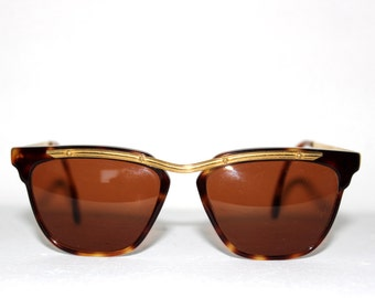 AMERICA ANN SESSANTA new dead stock sunglasses. Never worn