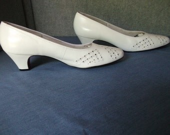 White women shoes, low heel shoes, leather shoes, vintage shoes, cut-out shoes, vintage shoes, pump shoes, summer shoes, wedding shoes,