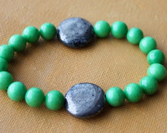 "Green Jade Pyrite Stone Bead Bracelet. Kelly Green 8mm Beads. Grey/Metal Pyrite 18mm Beads. Stretch Bead Cord. 7"" Width. Stone Bead Bracelet"