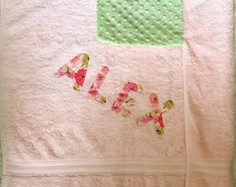 Personalized Bath hooded Towel, Baby Hooded Towels, Bath Towel,  Green/Floral on Pink Towel