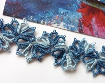 Sea-waves tatted bracelet