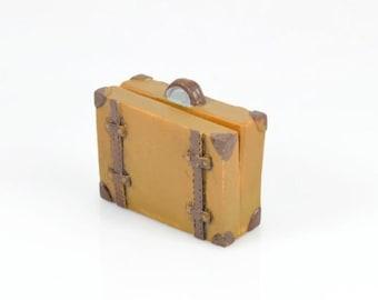 PLACE CARD HOLDER - Brown Suitcase (4.8cm x 2cm x 4.2cm)