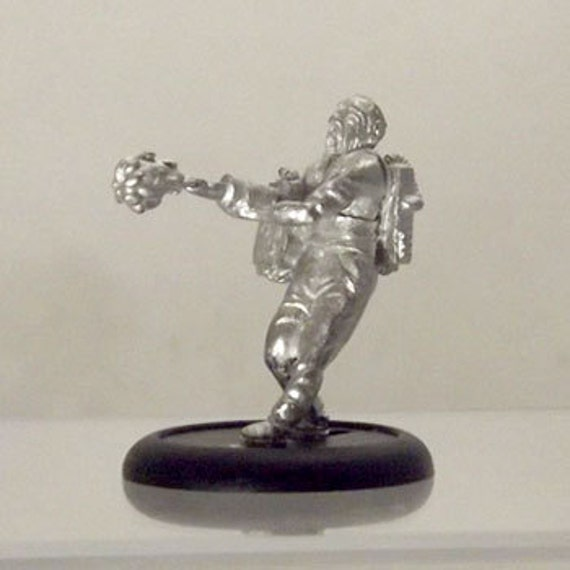 Sci Fi Miniature - Tattoo Artist - 28mm Unpainted - STF01