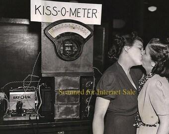 1940s Lesbian (( Kiss O Meter))