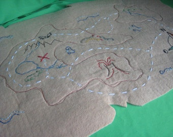 Pirate treasure map in felt-handmade