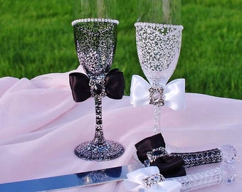 Wedding glasses, Wedding Cake Serving Set and Wedding Champagne Toasting Flutes, Bride and Groom, Toast glasses, Personalized wedding gift