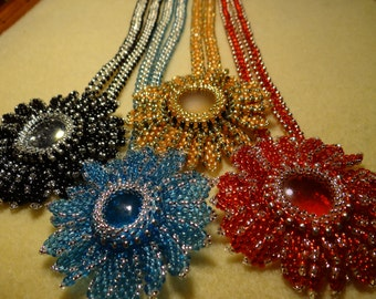 Beadweaved tutorial for Floral Essance necklace.