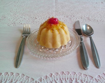Pineapple Upside Down Cake Candle ©