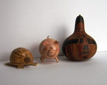 pig and turtle and hornplayer gourd craft