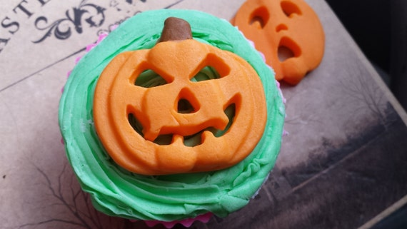 You can buy thePumpkin Baking Mold - Studio Kat Clayworks here