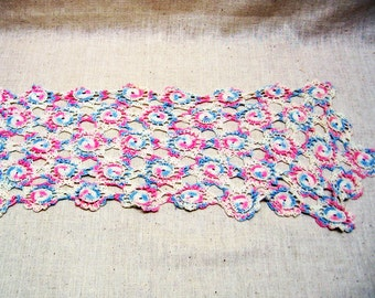 Antique MINT Condition Hand Crocheted Dresser Scarf