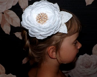 SALE -50% Bridal hair flower, white hair comb, wedding hair accessory, white hair piece, dangle handmade flower, white summer party finds.