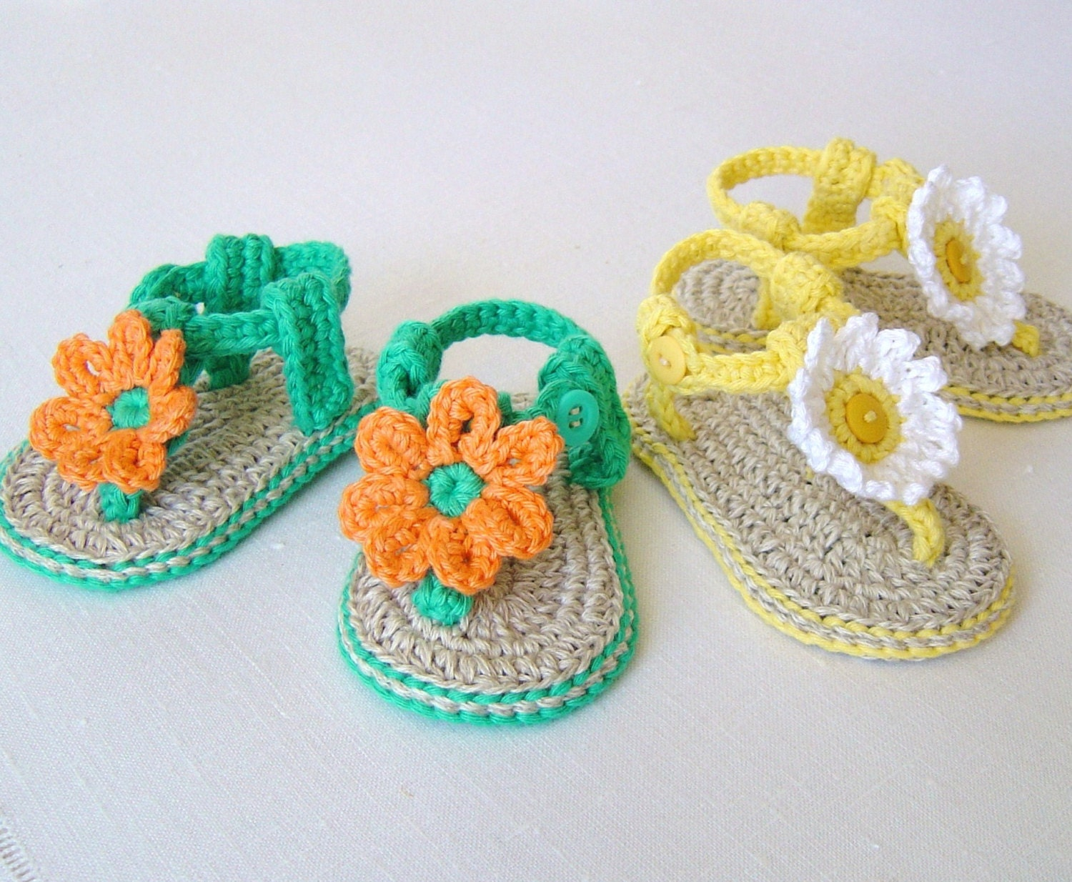 Crochet pattern baby sandals with flowers easy baby booties this is a digital file bankloansurffo Image collections
