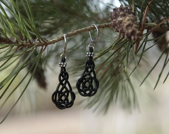 Earrings with braided shape and stainless steel earwires