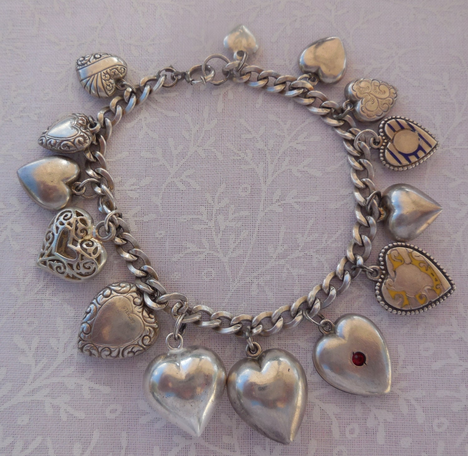 Bracelet With Hearts: Vintage Victorian Puffy Heart Charm Bracelet With 14 Heart