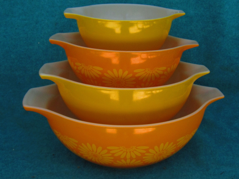 pyrex glass mixing bowl set cinderella daisy or sunflower 4. Black Bedroom Furniture Sets. Home Design Ideas