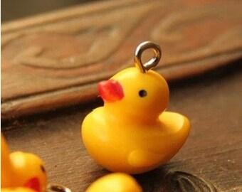 5pcs Lovely  Resin Smiling little yellow duck pendants.