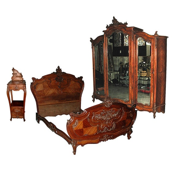 5724 French Louis XV Walnut Bedroom Suite By