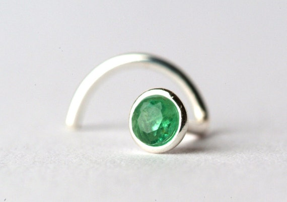 emerald nose stud ring made of sterling silver with 2 by