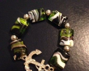 Anchor stretch bracelet with green beads
