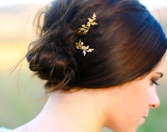 Dainty Oak Leaf & Acorns Hair Pin Rustic Wedding  Gold Oak Branch Rustic Bride Leaves Clip Bobby Pin Hair Accessory Woodland Wedding Nature