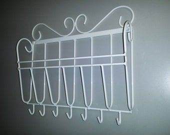 Mail organizer, Key holder.