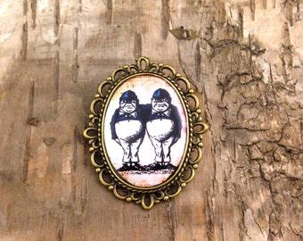 Tweedledum and Tweedledee brooch - vintage oval cameo setting - Alice in Wonderland - Bronze tone antique style