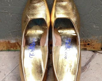 50's, 60's gold leather pumps. 10 AAA. Ted Ricco