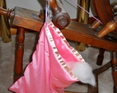 Fiber bag for roving, spinning accessory for spinning wheel or drop spindle spinners, drawstring, pink acetate