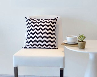 Chevron PILLOW Cover in Black and White- Throw Pillow Sham - Modern Geometric Accent Cushion- Home Decor