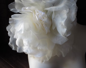 SALE Grand Millinery Rose in Ivory Silk & Velvet for Bridal, Derby, Ascot, Bouquets, Sashes, Costumes, Fascinators, Kate  MF6128-1