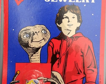 Carded 1982 ET the Extra Terrestrial Universal Pictures ET ORANGE Flower Movie Ring