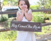 Rustic Here Comes The Bride Sign (Item Number MHD20003)
