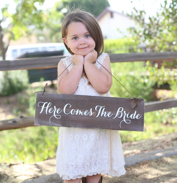 Here Comes The Bride Sign: Rustic Here Comes The Bride Sign Item Number MHD20003