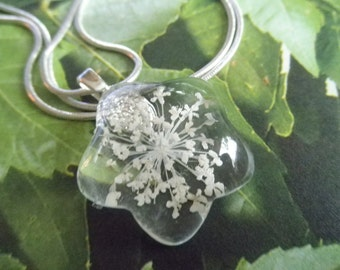 Queen Anne's Lace Glass Flower Shaped Pressed Flower Pendant-Symbolizes Peace-Gifts Under 25-Nature's Wearable Art