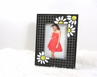 Photo Frame , mosaic -- black and white mosaic frame with daisies unique frame tagt