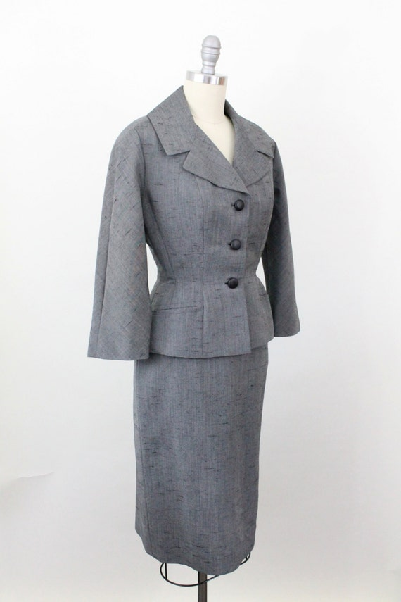 50s suit - 1950s silk suit - skirt and jacket in silver dupioni silk