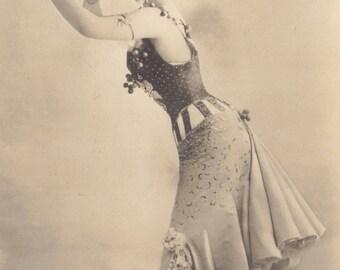 Mlle. Marville says Nyaah Nyaah, by Leopold Reutlinger, 1901