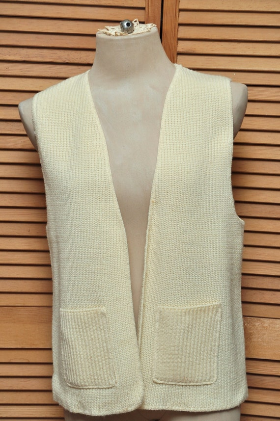 2 for 1 Vintage Sweater Vests College Preppy Knit Ladies 70s or 80s Era Dusty Rose & Vanilla Cream Colors Acrylic Polyester Medium B1G1