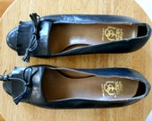 FREE USA SHIPPING / Vintage Leather Shoes / 70's Navy Blue Heels / 6M