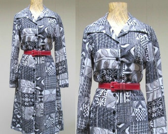 Vintage 1970s Dress / 70s Black and White Tribal Print Dress / Small - Medium