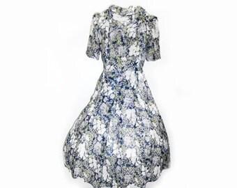 Lovely 40s Dress     size medium