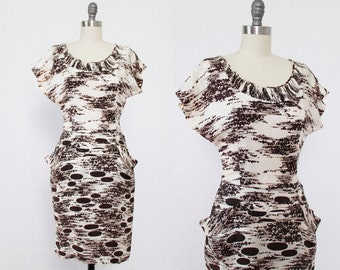 1950s Dress / 50s Graphic Print Wiggle Dress / Bombshell XS XXS