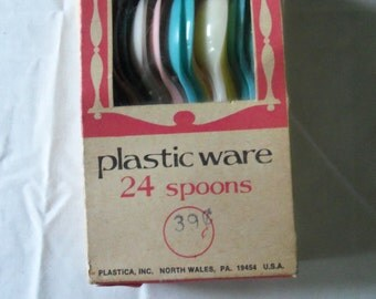 Vintage Plastic Spoons In Original Box Old Store Stock