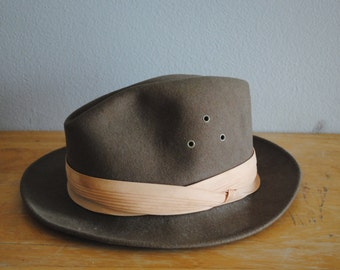 Vintage Brown Felted Wool Fedora by SAFAFI