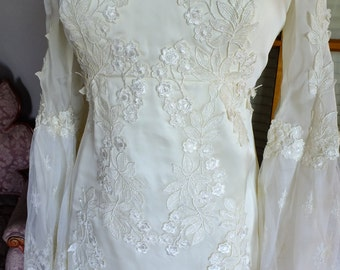 Vintage Wedding dress 1970s empire Boho hippie chic Fairy dress poet sleeves