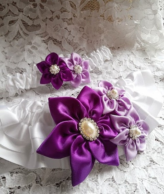White Wedding Garter: White Wedding Garter Set / Star Flowers In Orchid And Purple