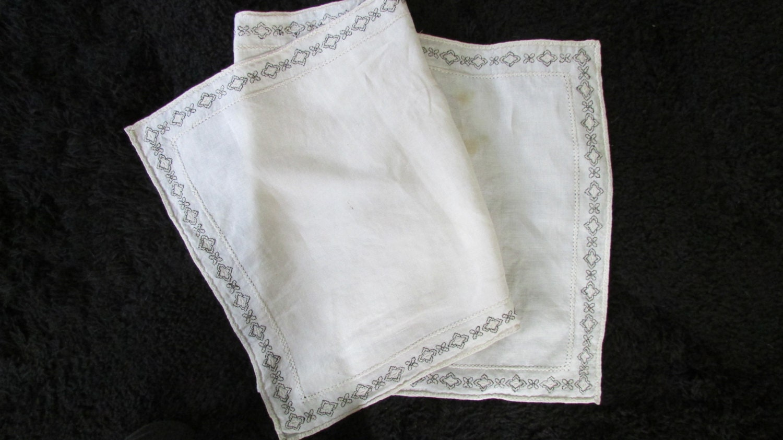 vintage ivory linen bureau scarf black and ivory by shopolga
