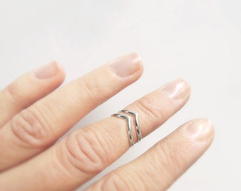 Set of 2 Chic Chevron Knuckle Rings - Midi Rings - Stacking Rings - 14 gauge - 925 - Eco-Friendly Sustainable Silver - Made to Order
